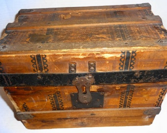 1920s Antique Doll Trunk. Paper Litho on Wood with Metal Trim & leather handles.