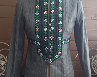 Gorgeous Vintage Style NANETTE LEPORE with embroidered flower details Size 4