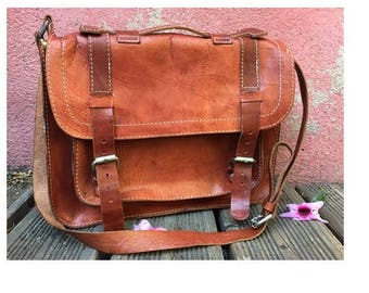 1970s natural tan Leather Messenger Cross body Handbag Bag// Laptop recycled