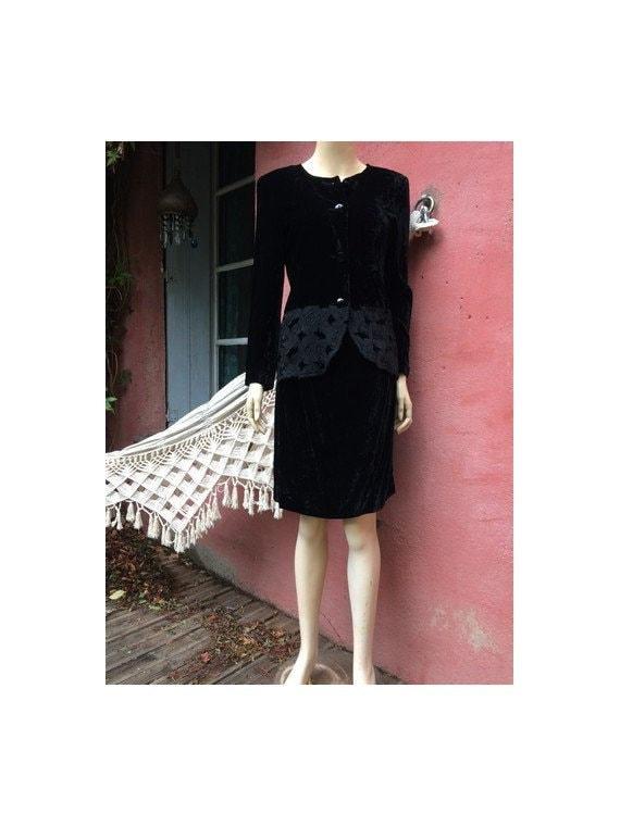 1980s italian black velvet designer DRESS // ruffl