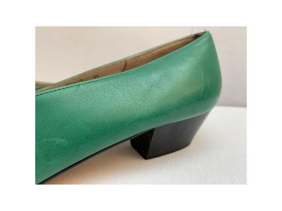 vintage 80s  FERRAGAMO italian PUMPS // green lea… - image 4