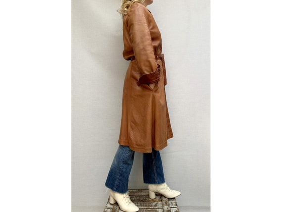 70s brown leather COAT/ belted leather trench coa… - image 6