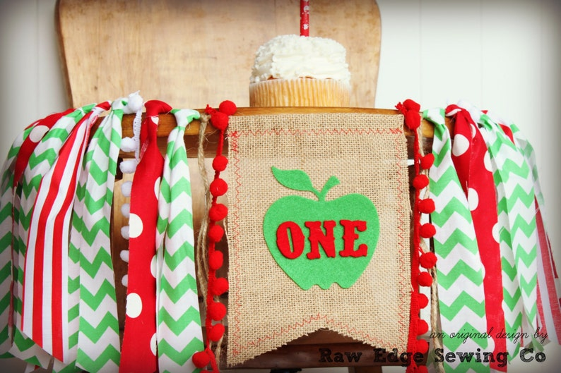 APPLE Of My Eye Birthday Banner Highchair High Chair Garland First One Green Red Spring Summer Apples Cake Smash Photo Prop Party Harvest