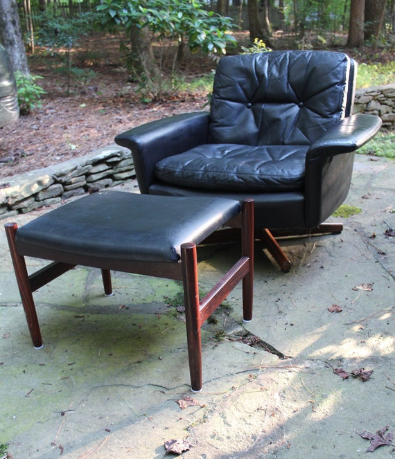 Admirable Mid Century Modern Black Leather And Rosewood Swivel Chair By Fredrik Kayser For Vatne Mobler And Ottoman Caraccident5 Cool Chair Designs And Ideas Caraccident5Info