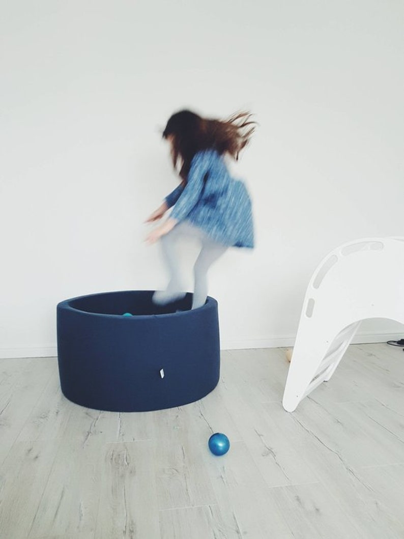 massive sale sale out indoor ball pit -80x40cm-160 balls last opportunity to buy