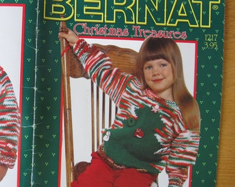 Bernat Christmas Treasures 1217 / Christmas gifts to knit and crochet / Santa puppet pattern /