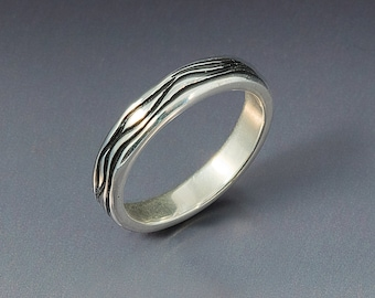 The Wave River Band Ring