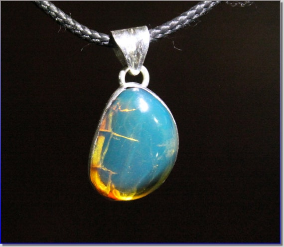 Excellent Dominican Natural Clear Sky Blue Amber .925 Sterling Silver Pendant 29mm