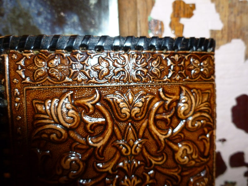 Vintage Hand Tooled Kisslock Coin Purse  Wallet  Features A Shakespear Like Character And His Greyhound  1960/'s-1970/'s