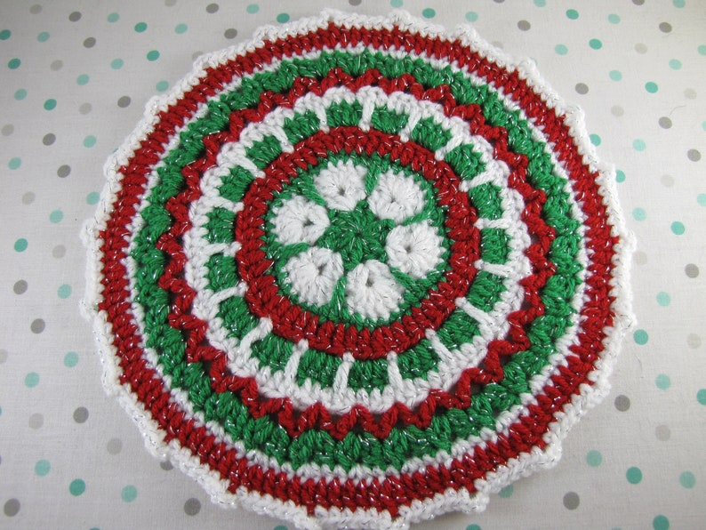 Round Christmas Doily, Crochet Mandala, Crochet Round Doily, Christmas End  Table Runner, Knit Round Doily, Christmas Placemat, Centerpiece