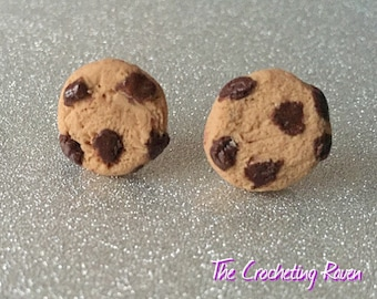 Chocolate chip cookie stud earrings