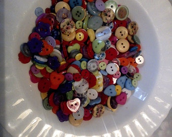100 small mixed buttons, 6 to 16 mm, card making, toy making, button art, random mixture, many craft uses, colourful buttons