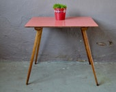 Small plateau table in red formica. Extra or Office