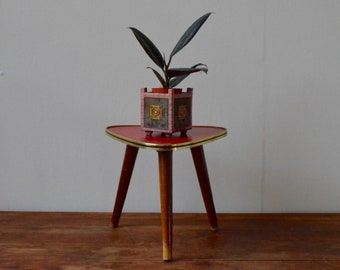 Worn vintage tripod pedestal/plant vintage years 50 red old decorative bedside table coffee table french deco fifties