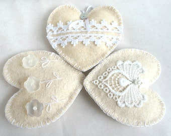 Heart ornament felt, set of 3, button flowers, lace, White, shabby elegance Vintage, Wedding, Christmas ornament, Valentine's day, Birthday
