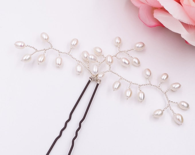Pearl hair pin, luxury freshwater pearls, hand made, leaf bud, wedding acessories, accessory, bride hair pin, bride pearl hair accessory