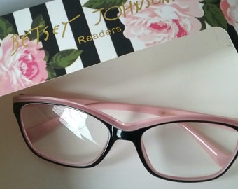 4807b4a880fe Reading Glasses +2.00 Betsey Johnson Pink and Black Two Tone Frame Pink  Temples Magnifiers Designer Readers Unique Color