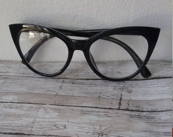 2f8b4bdda85 Cateye Reading Glasses +1.50 Betsey Johnson Black Frames Temples Vintage  Style