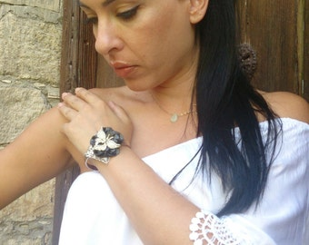 Silver plated adjustable bracelet butterfly on flower