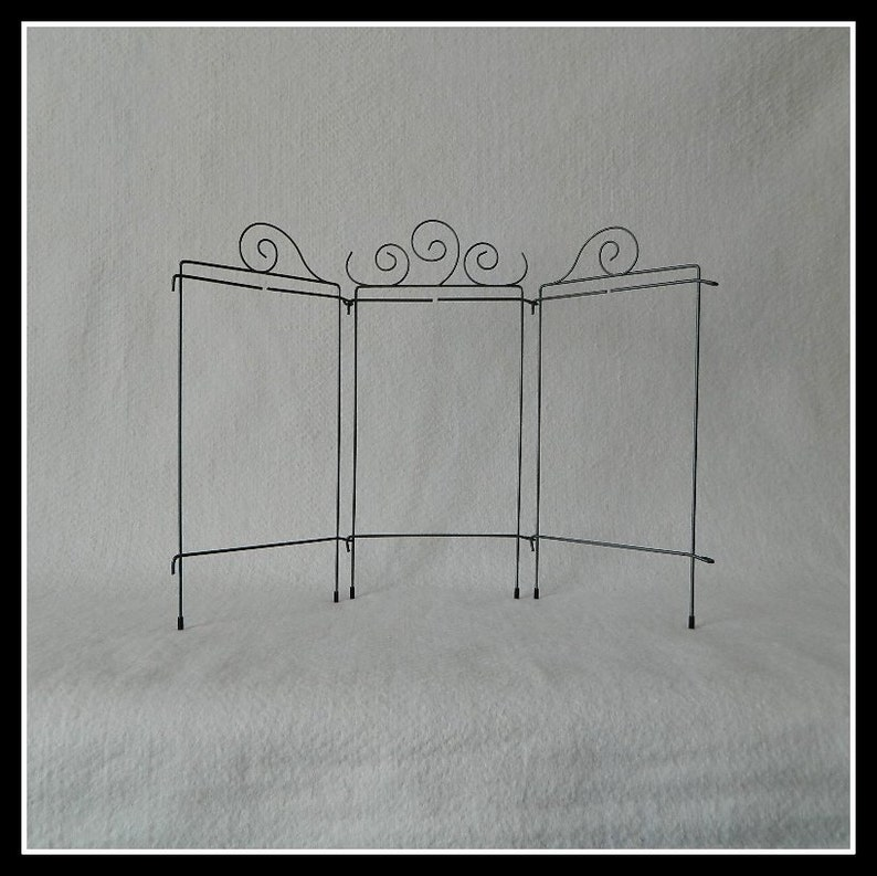5 Curl Tri-Table Stand  Gray Wire  22 x 15 Inch Overall  image 0