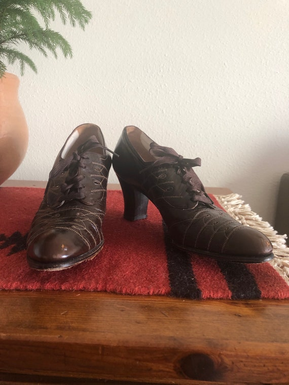 1930's Women Oxford Lace Up Shoes