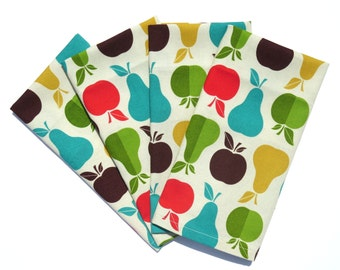 Apples and Pear Napkins, Set of 4 or 6, Apple Napkins, Apple Kitchen Decor, Fruit Cloth Napkin, Pear Kitchen Decor, Fruit Bridal Shower Gift