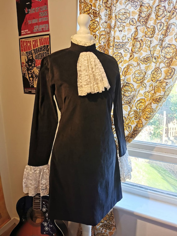 Vtg 1960s Black VELVET dandy lace ruffles Mini Dre