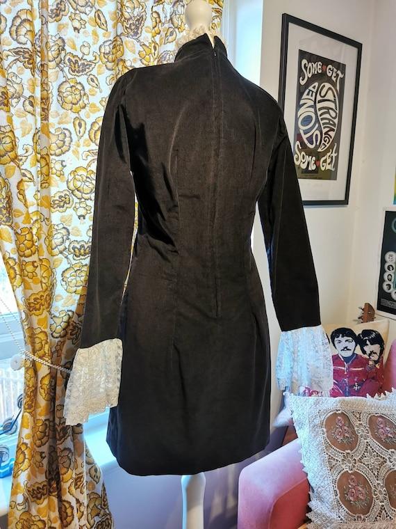 Vtg 1960s Black VELVET dandy lace ruffles Mini Dr… - image 4