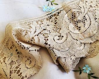 Lovely Antique Ecru Handmade French Bobbin Lace -  Medium weight