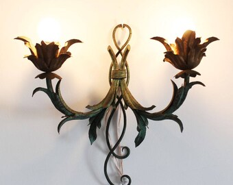 Shabby chic wall light or sconce, made in iron, gilt and patina finish. Midcentury vintage 50s-60s.