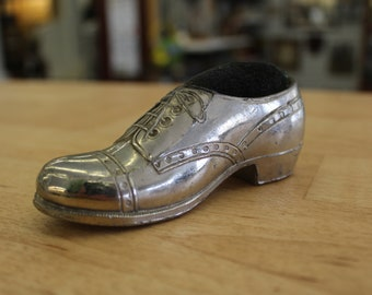 Man's shoe pin cushion, Sewing Notion, Made in Japan shoe pin cushion, Cast metal Men's wing tip shoe, Sewing Kitsch