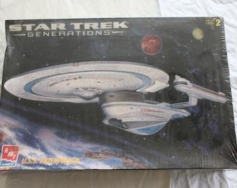 Star Trek Generations Model  # 8762 by AMT / ERTL  Factory Sealed  U.S.S. Enterprise B