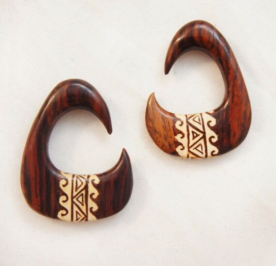 Bandaru Organics Sono Wood Triangle Spiral Hangers