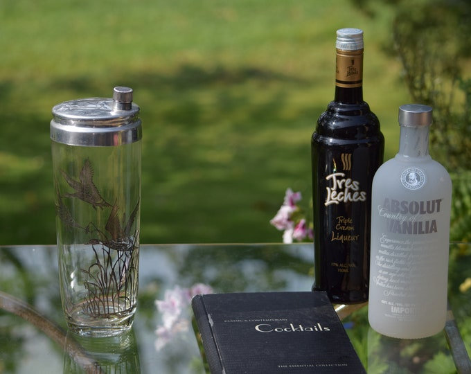 Vintage Cocktail Shaker, Mixologist Cocktail Shaker, Silver Ducks Cocktail Shaker, Bar Cart Decor, Bar Accessories, Martini Shaker