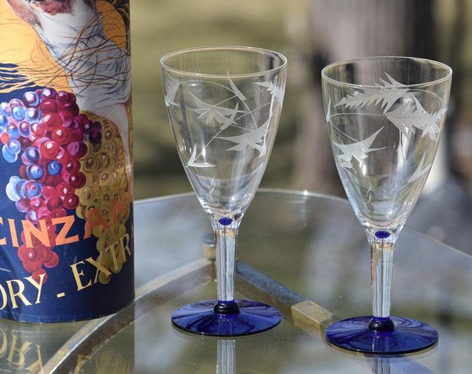 5 Vintage Etched with Cobalt Blue Wine Glasses, Set of 5,  circa 1950, Vintage Etched Blue Foot Cocktail glasses, Wine Party Glasses