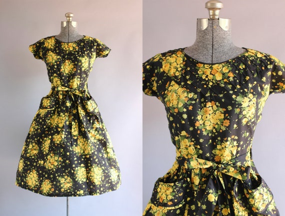 Vintage 1950s Dress / 50s Cotton Dress / SWIRL Bla