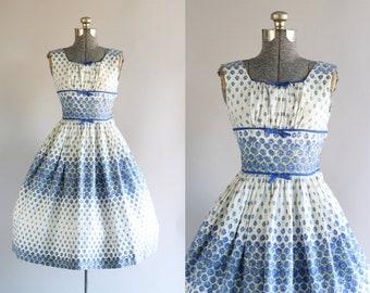 Vintage 1950s Dress / 50s Cotton Dress / Blue Rose Print Dress w/ Shelf Bust XS/S