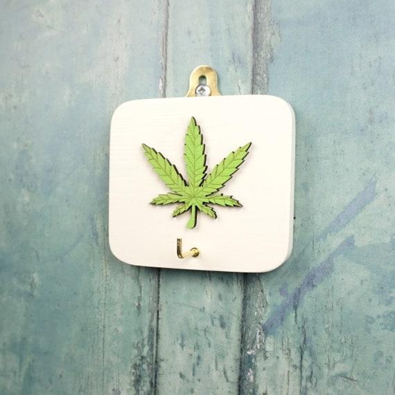 2 x cannabis leaf wood key rings    quality wood  marijuana hemp gift present