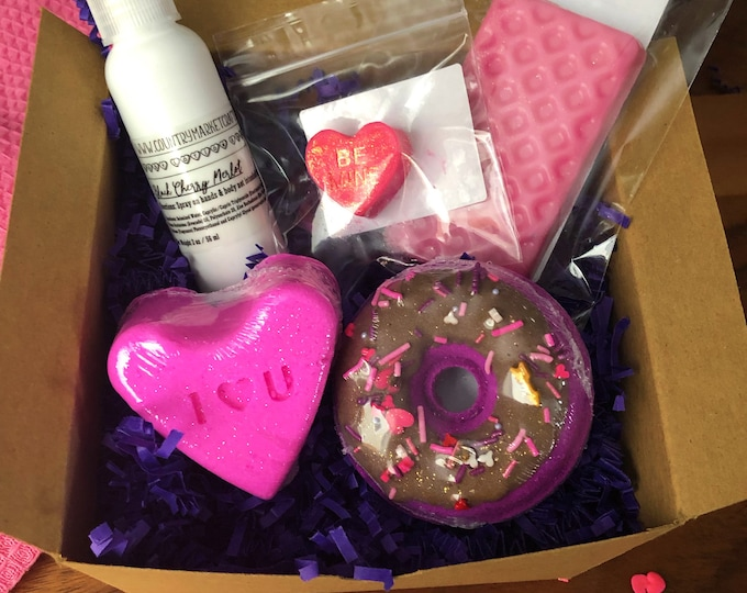 Valentines Day Gift Set Handmade Bath Bomb - Wax Melt - Bath Oil - Lotion Spray - Donut Bath Bomb - Galentines - Free Shipping - Vegan