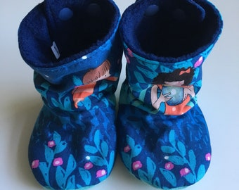 Baby boots, baby booties, soft soled baby shoes, stay-put design, perfect for babywearing, fireflies cotton, size 3-6 months
