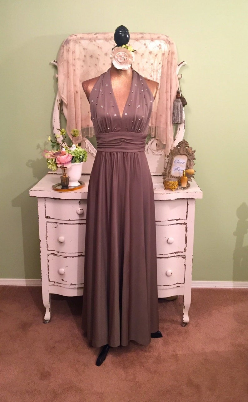 f85536d1f72772 70s Vintage Evening Dress Cocoa Halter Gown S-SM Open