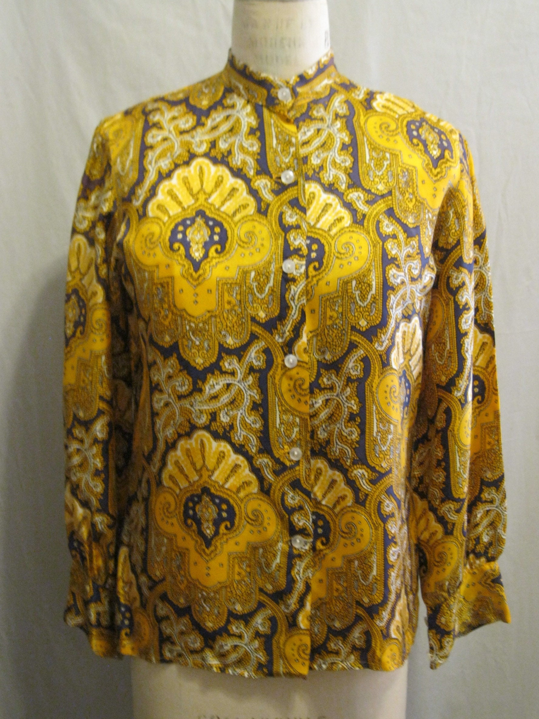 Vintage Scarf Styles -1920s to 1960s Vintage 60S 70S Paisley Print Blouse Acetate Twill Classic Secretary Neckband Mod Style Bust 40 $55.00 AT vintagedancer.com