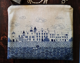 Couthie Coast zip bag