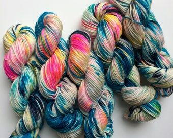 Hand dyed yarn DK Ziggy, Blue Faced Leicester superwash 100g, BFL is a British breed.