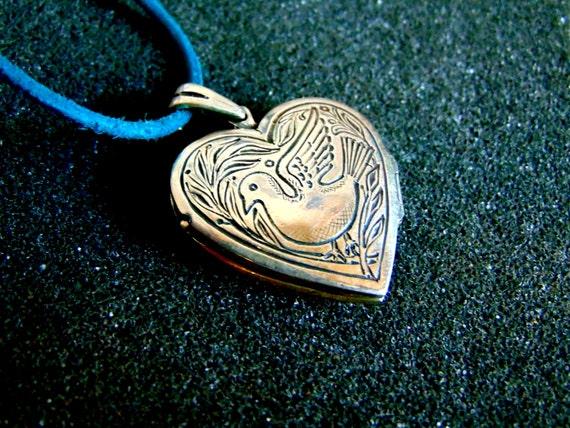 Stunning sterling silver heart locket-Engraved sil