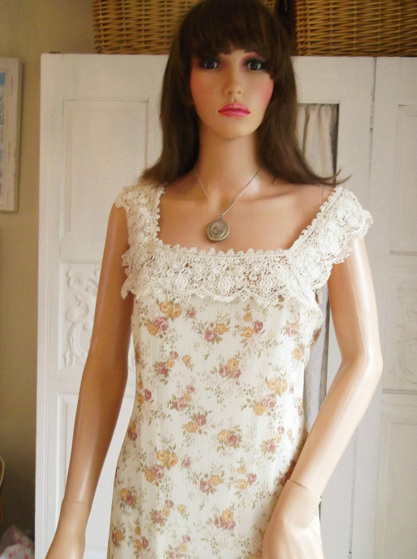 Jahrgang 1970 Kleid Creme Kleid Pastell Blumen Kleid Rosen ...