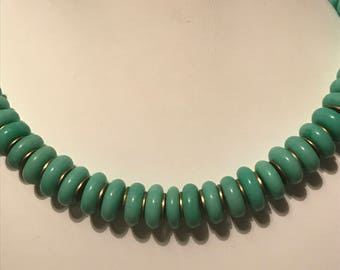 A 1940s Peking Glass Necklace