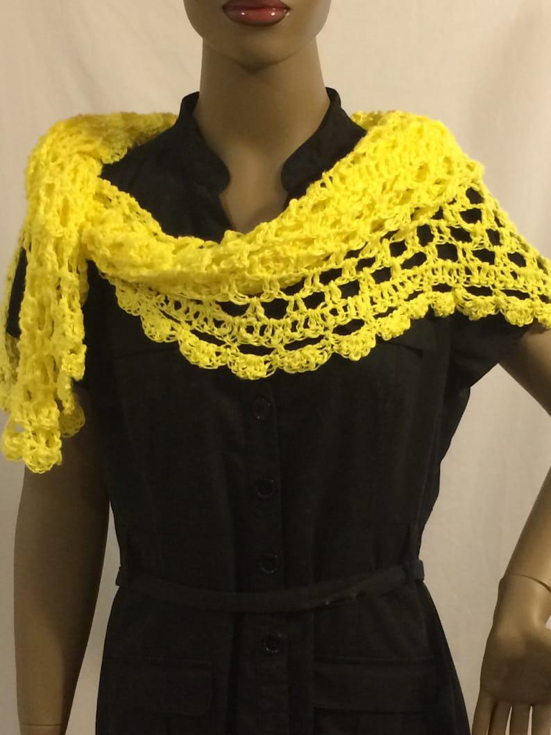 Clothing/Shawl/yellow shawl/triangle shawl/crochet image 0