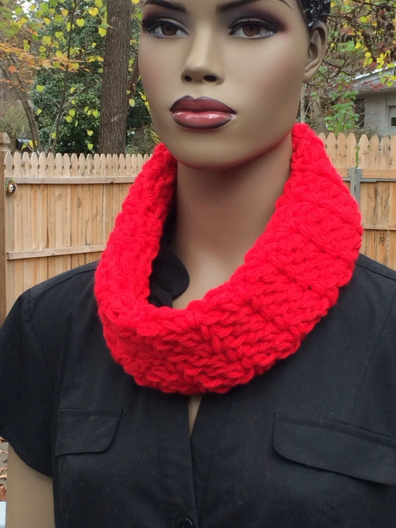 Red cowl/ crochet cowl/chunky circle scarf/soft image 0