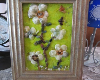Gemstone Picture Flower Art, Picture Frame with Shells and Gemstones, Gemstones and Shells Flowers, Floral Wall Art with Crystals, Crystals